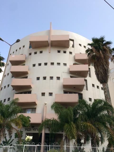 הבניין בו נמצאת הדירה למכירה