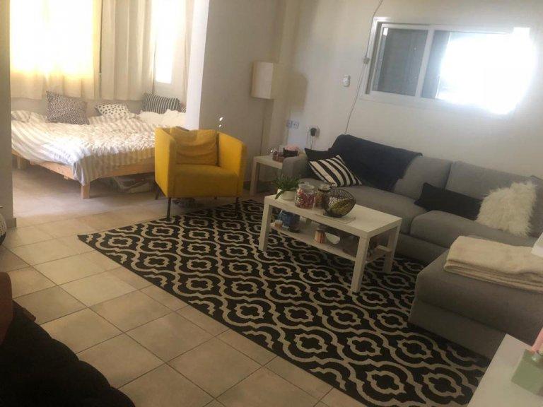 סלון הדירה ברח' יהושע בן נון