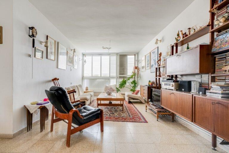 סלון הדירה ברח' יהודה הנשיא
