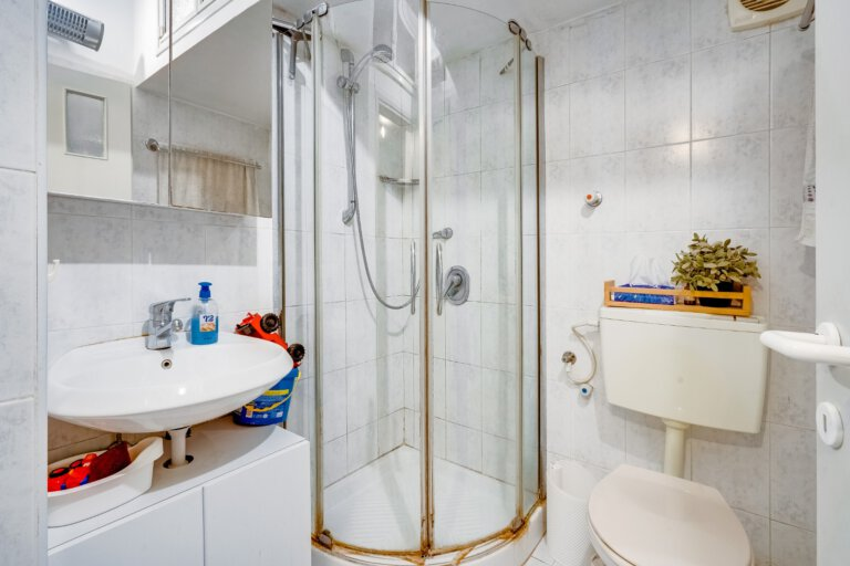 המקלחת בדירה למכירה