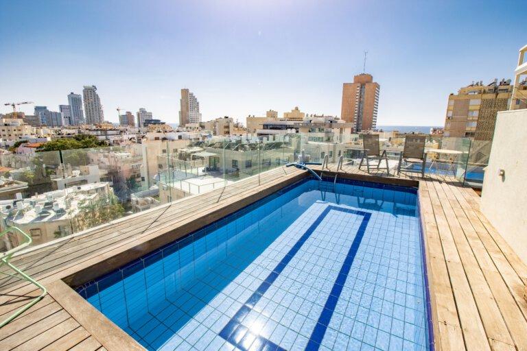 הבריכה בדירה ברח' סמולנסקין