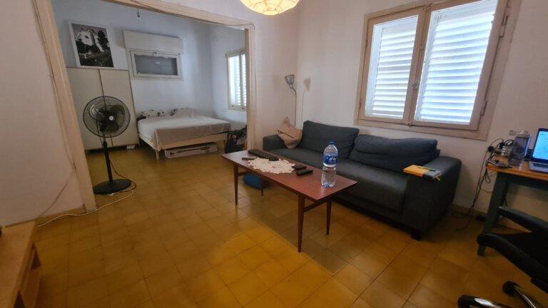 סלון הדירה למכירה