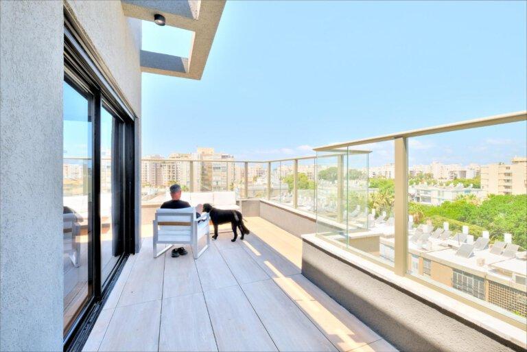 מבט נוסף על המרפסת