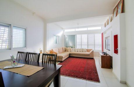 נמכר! 5 חדרים משופצת אדריכלית בשכונת שפירא המתחדשת