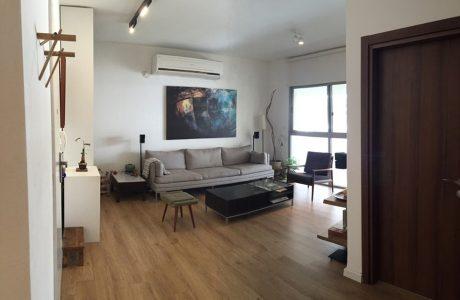 למכירה במיכלאנגלו דירת 4 חדרים כולל מעלית וחניה סמוך לשוק הפשפשים