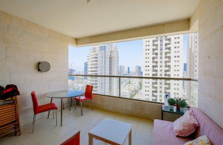 למכירה במגדלי תל אביב החדשים 5 חדרים+ מרפסת שמש גדולה נוף עוצר נשימה בקומה גבוהה